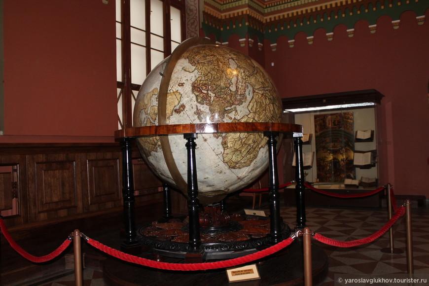 Глобус в Историческом музее.