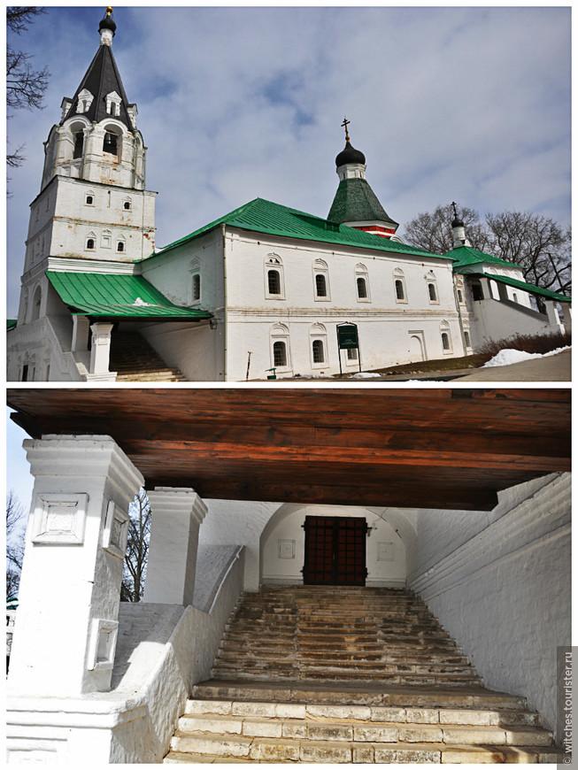 Покровская церковь, но уже другой вход и мы идем смотреть домовой храм государевых палат