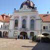 Дворец с внешней стороны