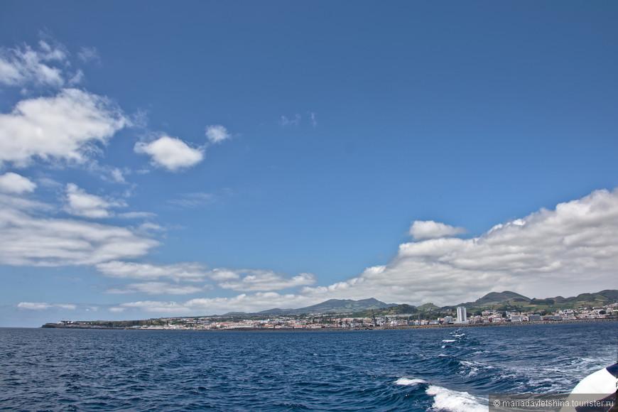 Вид на остров с океана.
