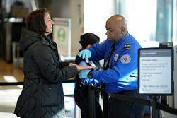 Власти США запретили пассажирам проносить с собой в самолет разряженные телефоны