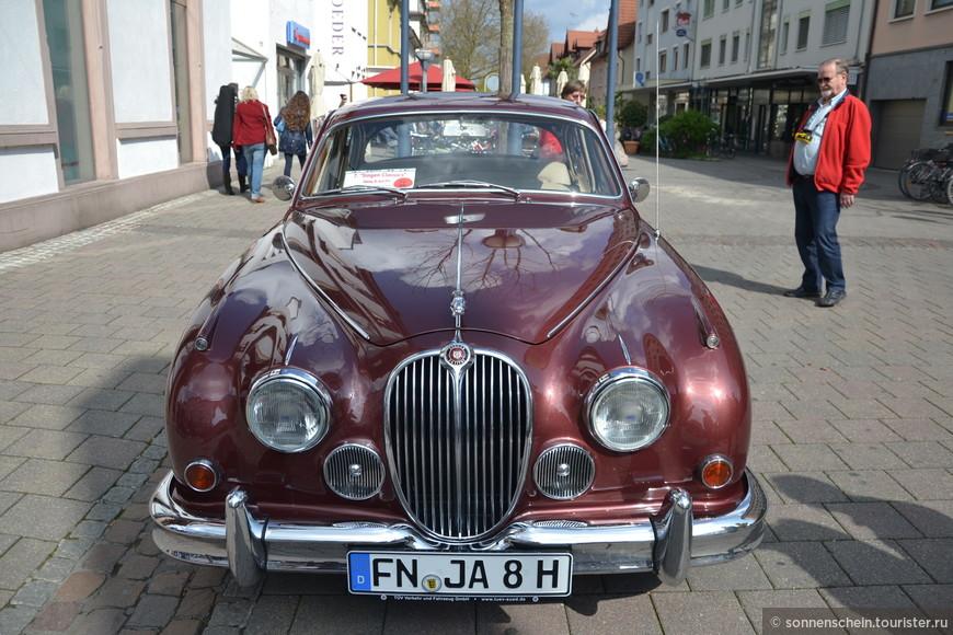 Поэтому вполне закономерно, что любой обладатель старого автомобиля с гордостью показывает себя и своего любимца всем и вся.