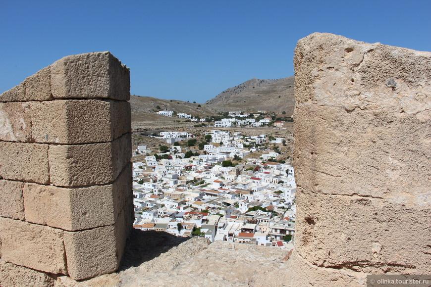 Вид на Линдос с акрополя.