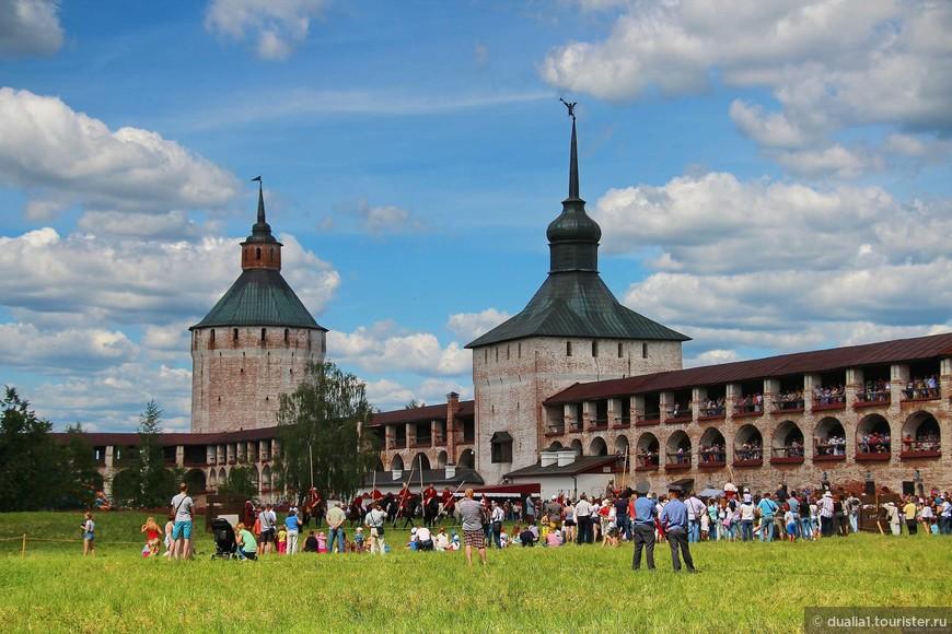 Оказавшись на территории монастыря, мы будто бы попали в Средневековье