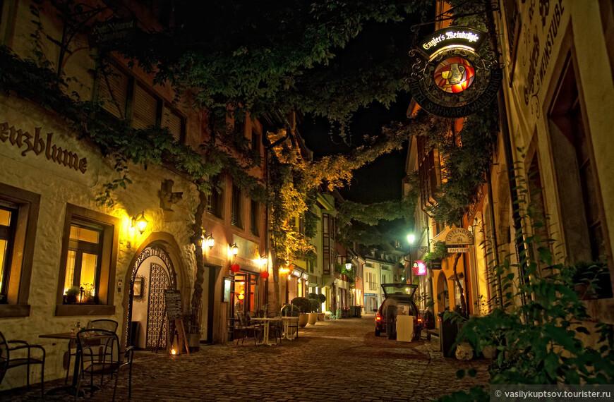 Золотые огни на улицах старого города