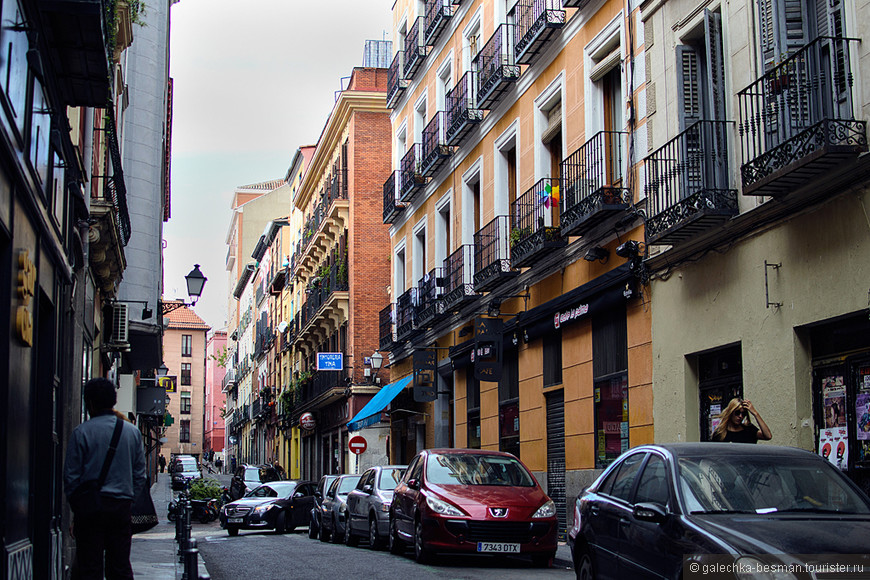 «HOLA, MADRID!» По узким улочкам, уложенным брусчаткой, вдоль интересных домиков ...