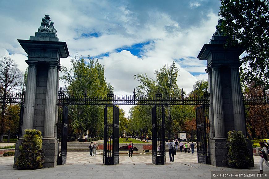 """Вход в парк """"Буэн-Ретиро"""". Замечательнейшее место!"""