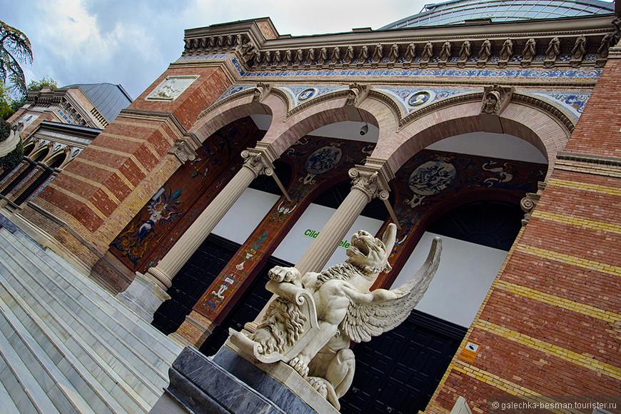 Кирпичный Дворец Веласкеса.
