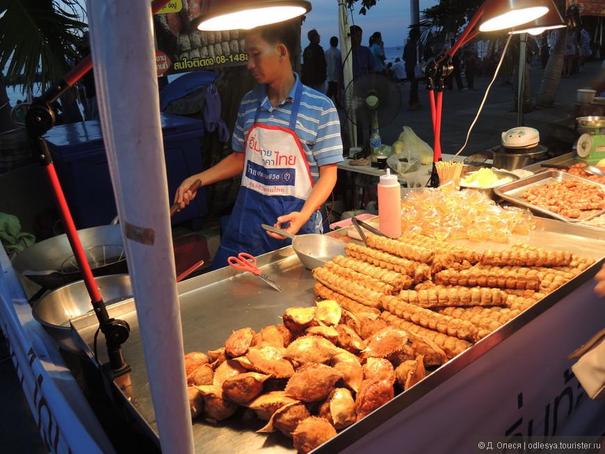 """местные торговцы тайских """"вкусняшек"""""""