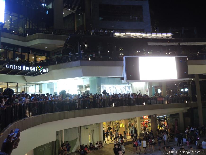 на второй день собралось ещё больше народа