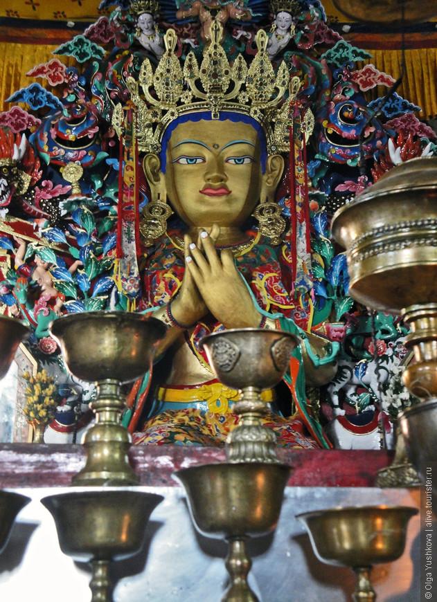 Майтрейя-Будда в монастыре Гум
