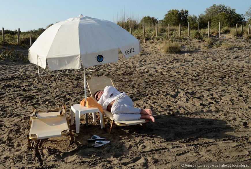 Забытый кем-то на пляже Каламаки.