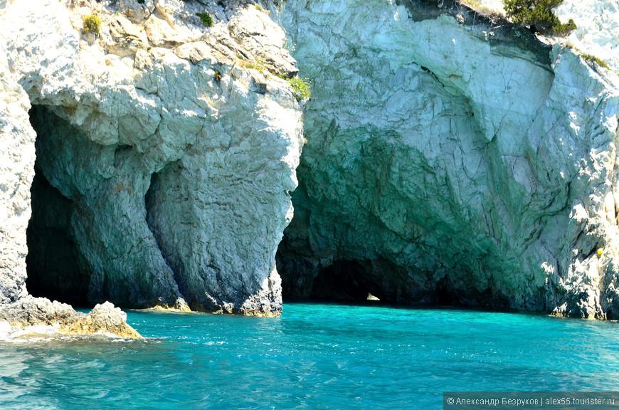 Пещерки Черепашьего острова.
