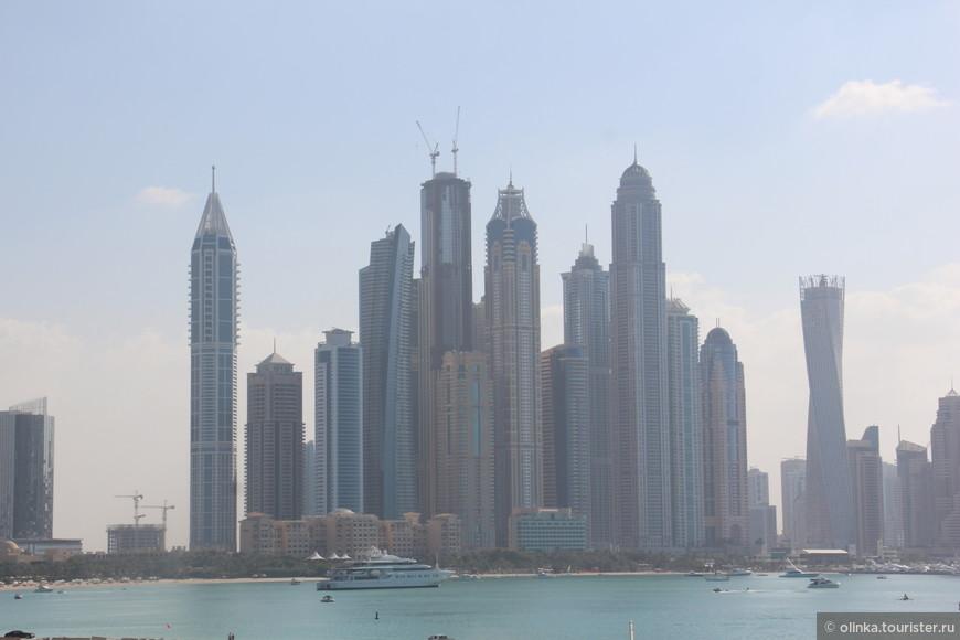 Дубай Марина днем.