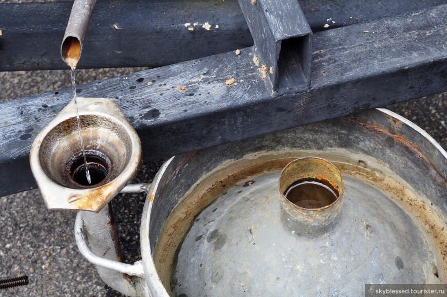 специальный агрегат варит лавандовое масло