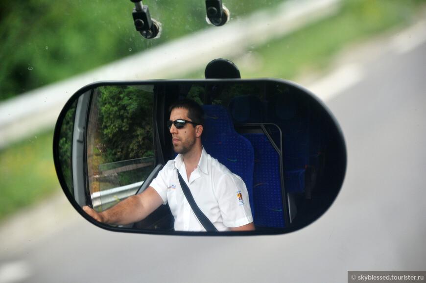 едем из Маноска в Кавайон, водитель автобуса - почти Шварц =) жаль, что разговорились уже в конце пути, улыбка ему очень идет!