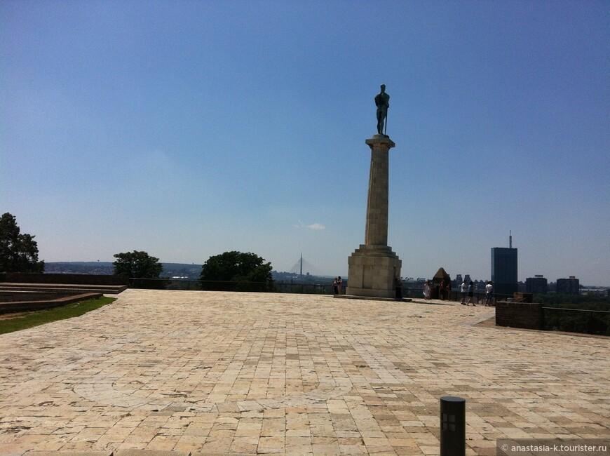 площадь перед входом в Белградскую крепость