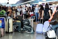 В аэропорту Тель-Авива ждут вылета домой 300 российских туристов