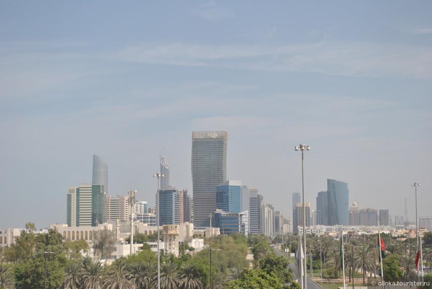 Охотники загоняли газель, та бросилась в воду и переплыла пролив – так был открыт остров, на котором сейчас стоит город Абу-Даби (в переводе «Охотник за газелями»). Прилетели в Дубай, ехали до нашего отеля в Абу-Даби часа 2.