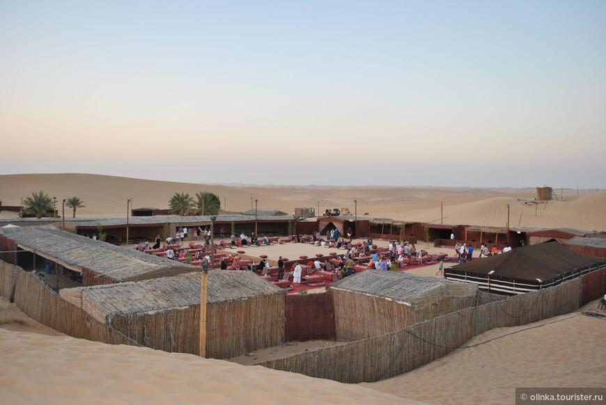 """""""Лагерь бедуинов"""", где проводилось вечернее шоу с восточными танцами и ужин."""
