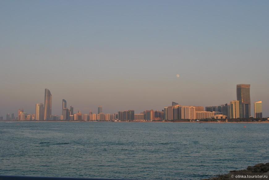 Чудесная вечерняя набережная Абу-Даби.
