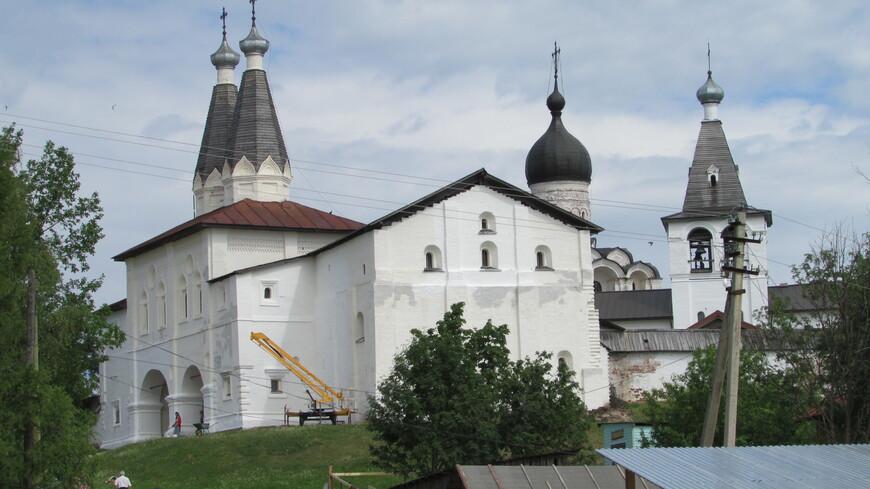 Ферапонтов монастырь. Общая панорама снаружи.