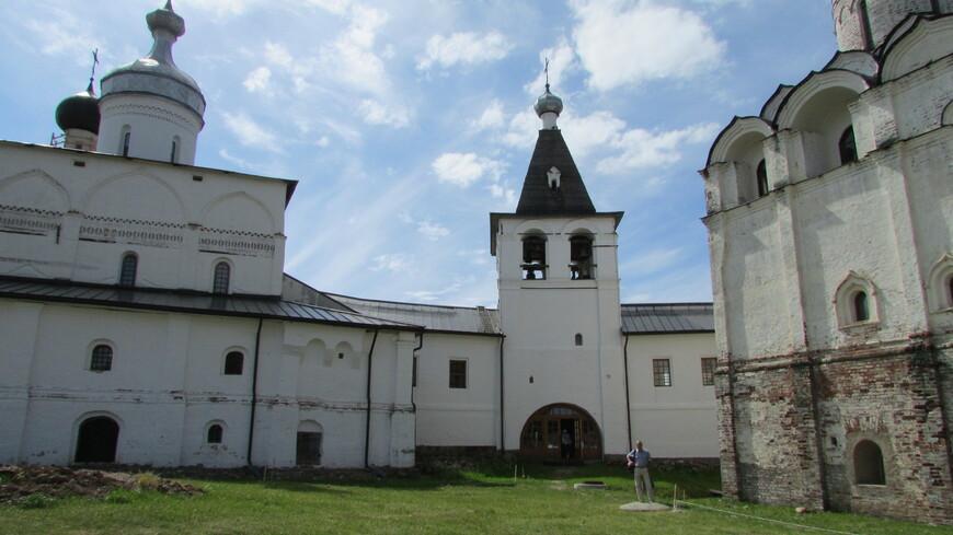 Архитектура монастыря уникальна по своей древности. Пожалуй, это единственный в стране комплекс древних построек дониконовского времени.