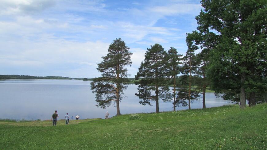 Паское озеро, на берегу которого св. Ферапонт в 1398 году основал монастырь.