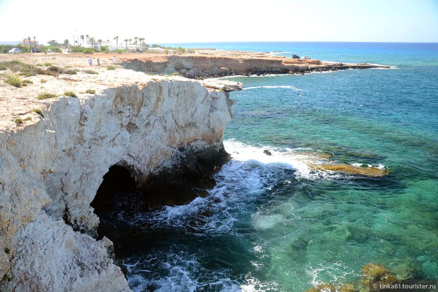 Пещеры и гроты в районе Мостика Влюбленных