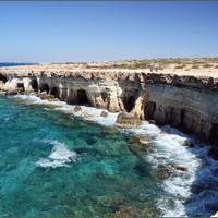 Морские пещеры.