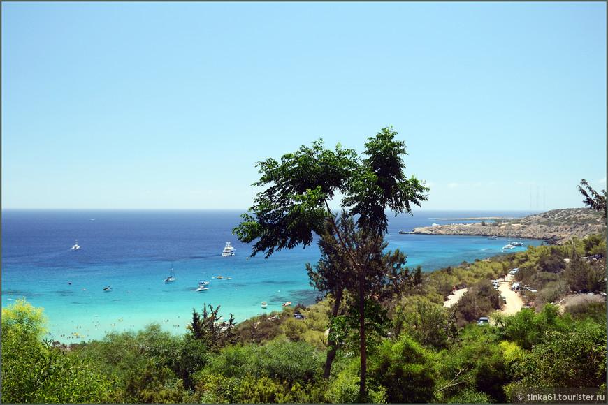Пляж Коннос между Айя Напой и Протаросом. расположен в красивой бухте. Отличный пляж, но в выходные очень много народа.