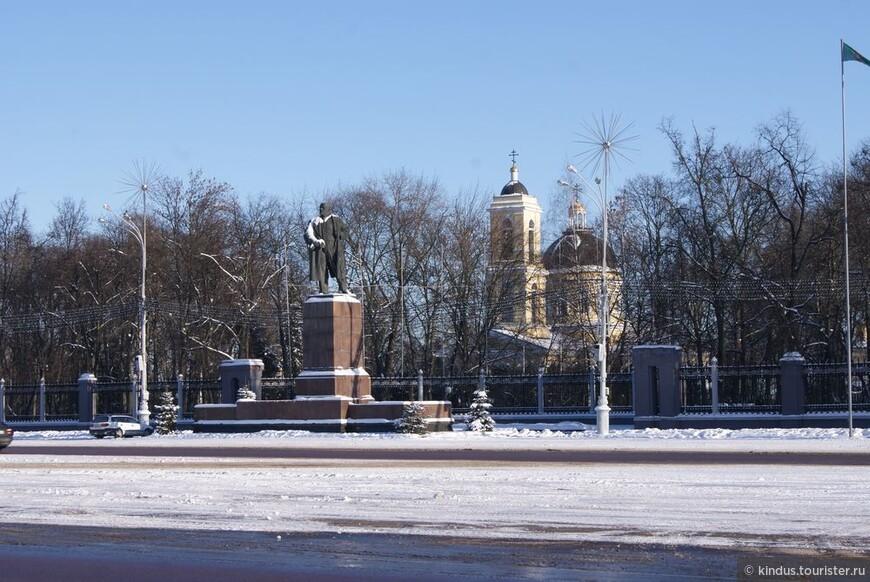 Храмы и Ленины в беларуских городах всегда рядом.