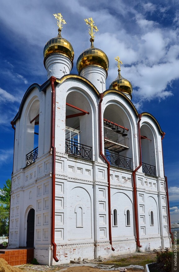 Никольский монастырь. Колокольня.  Была разрушена, отстроена заново в 1999-2003 гг.
