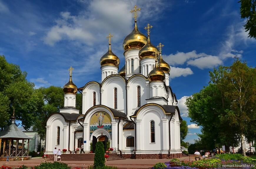 Никольский монастырь. Никольский собор. Был разрушен, отстроен заново в 1999-2003 гг.