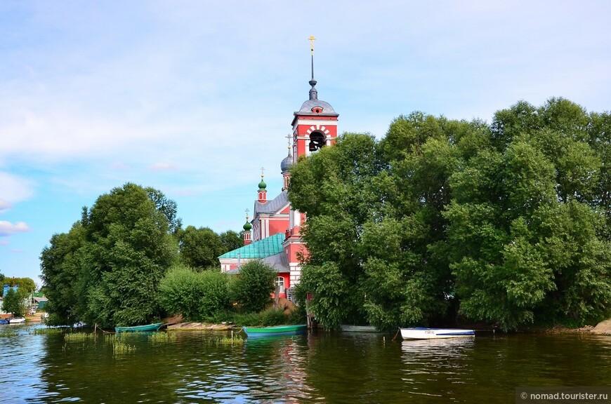 Церковь Сорока Мучеников. Вид с Плещеева озера