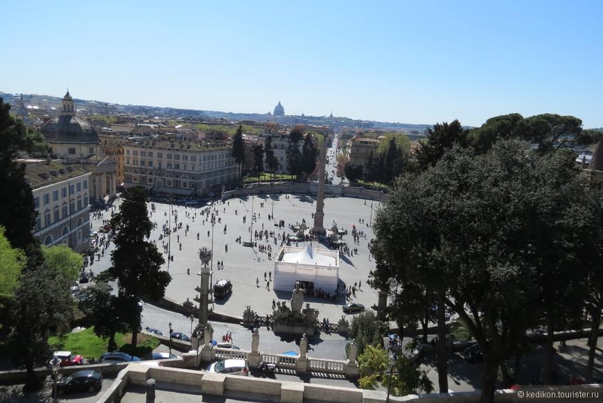 А вот и площадь Сан Джованни ан Латеранно. С самым высоким обелиском Латеранно, с египетскими письменами. Здесь и разворачивалось постоянное театрализованное действие, всех выше описанных  мастеров своего жанра.