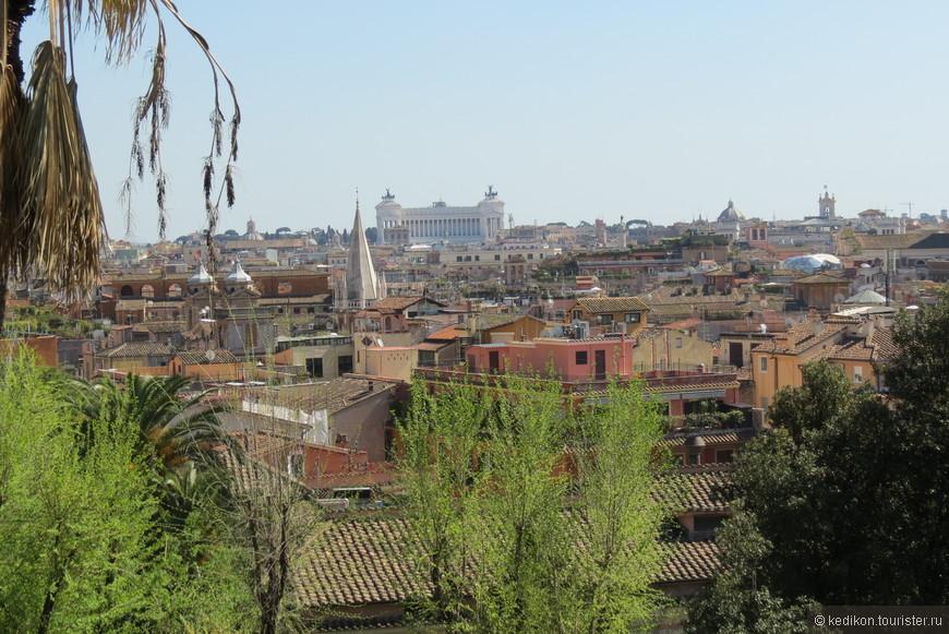 Вид с высокой точки на крыши Рима.