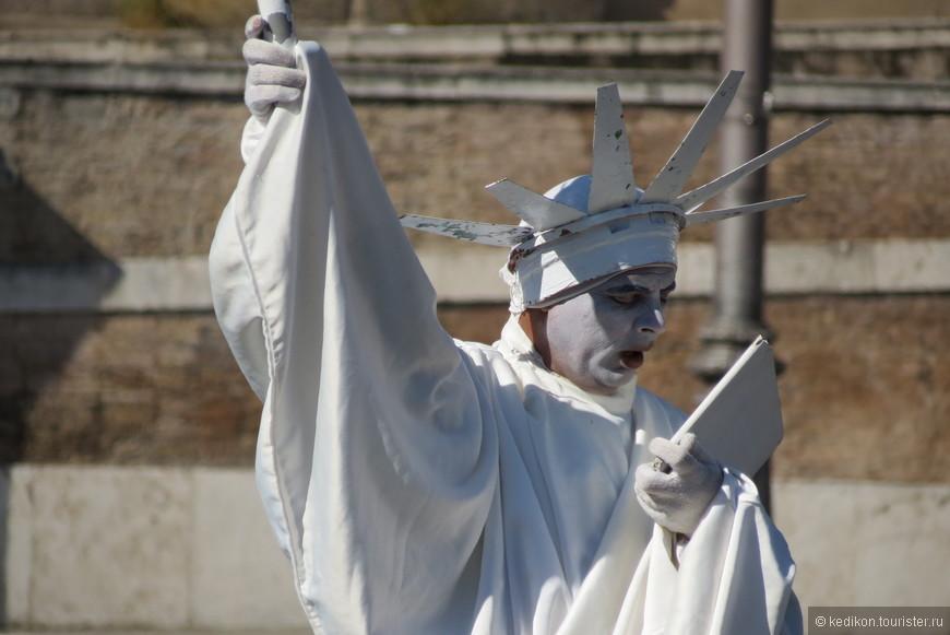Зевающая Статуя Свободы.