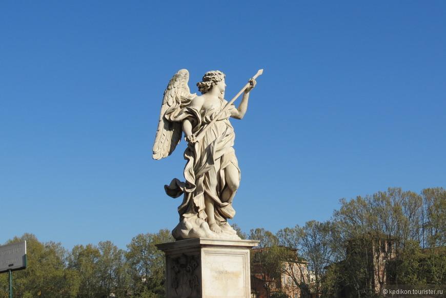 А вот и ангелы с моста, их 12.