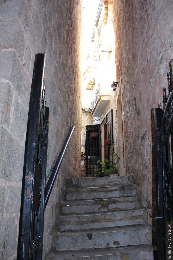 Улочки старого Котора, очень уютные...