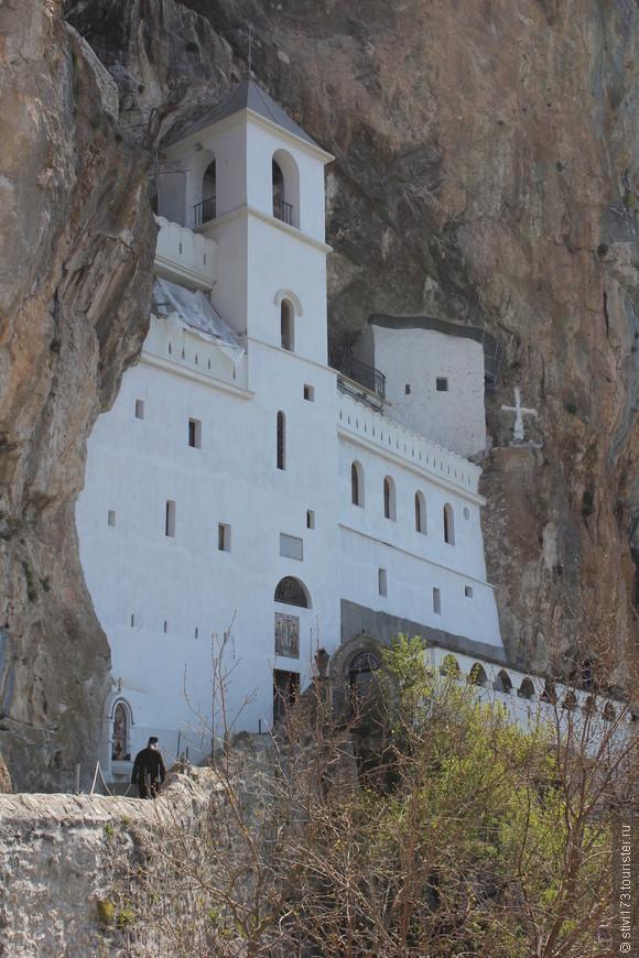 Монастырь-Острог в Черногории.
