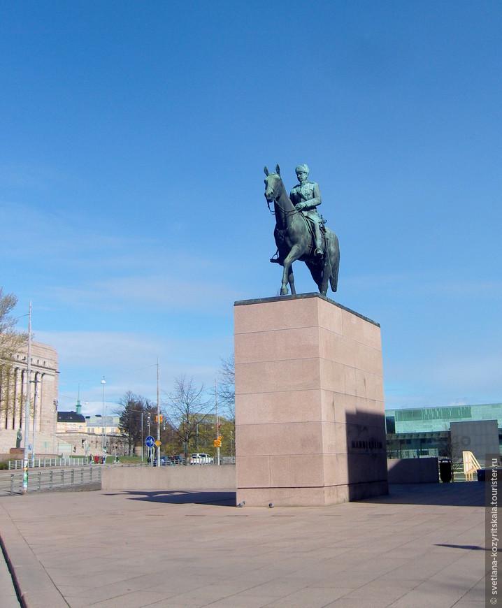 Статуя маршала Маннергейма