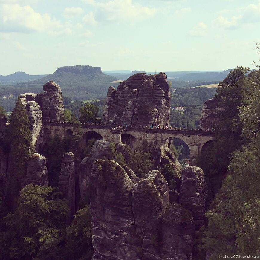 """Вид на  """"Мост художников """", Саксонская Швейцария , Саксония ."""