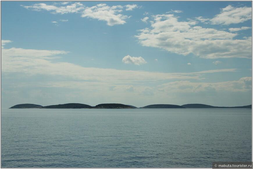 """Архипелаг Кузова состоит из 16 небольших островов. Самые крупные из них Русский Кузов и Немецкий Кузов. Название """"Кузова"""" происходит от саамского """"Куз"""" - ель."""