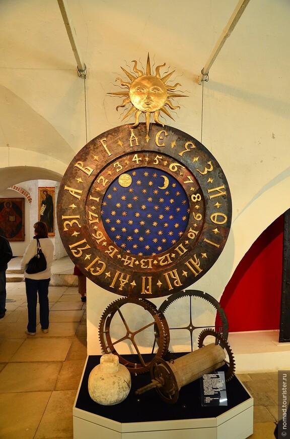 Александровская слобода. Покровская церковь. Часы Ивана Грозного.