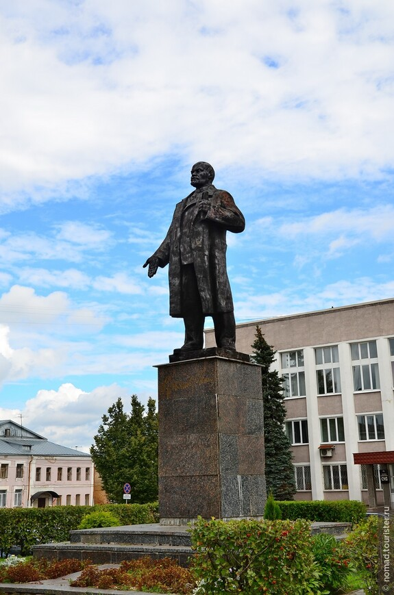 Ленил жил, Ленин жив, Ленин будет жить....
