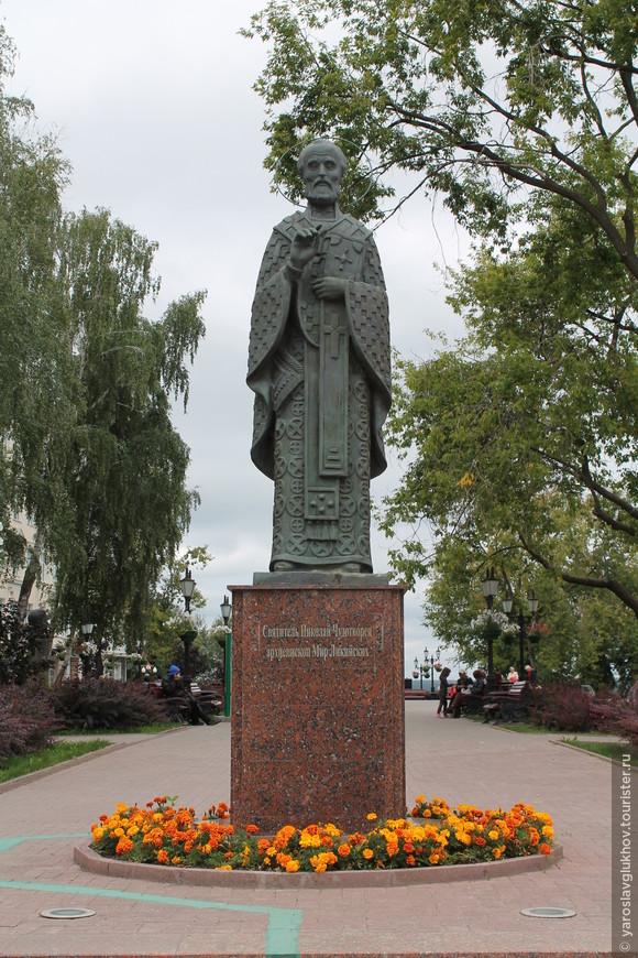 Памятник Святому Николаю Чудотворцу.