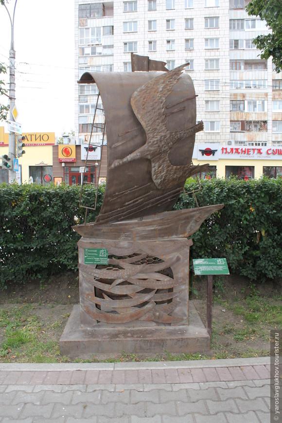 """Скульптура """"Вода и воздух – две стихии для полёта""""."""