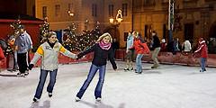 В центре Праги открылся бесплатный каток