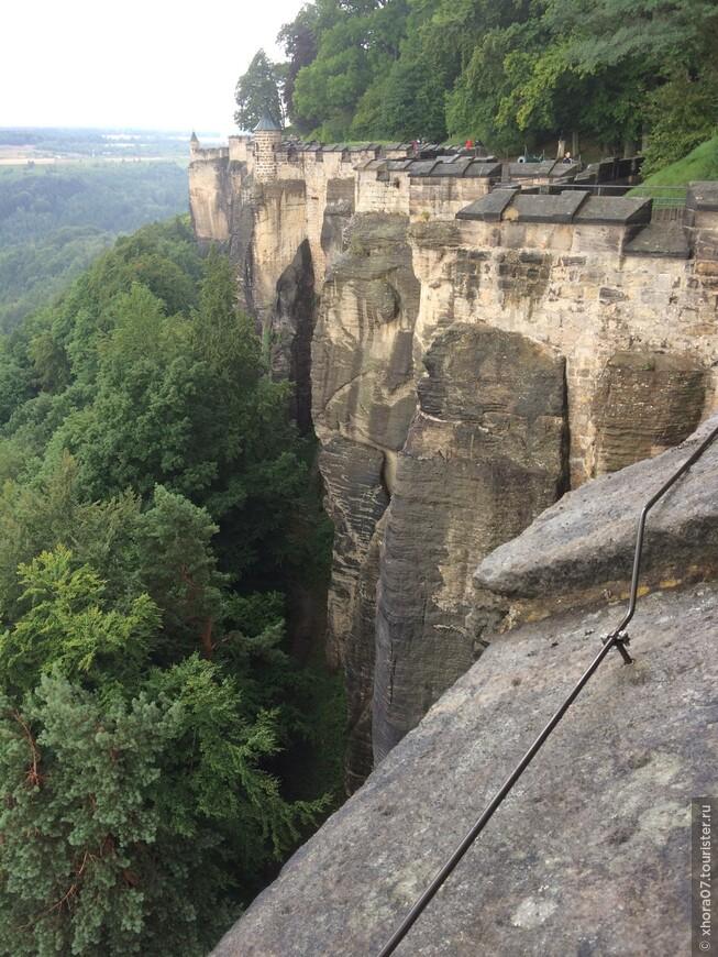 Крепостные стены . Крепость Кёнигштайн , Саксония , Германия .